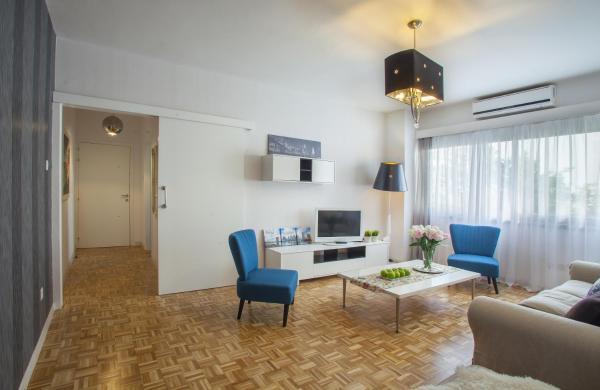 Omerou Apartment