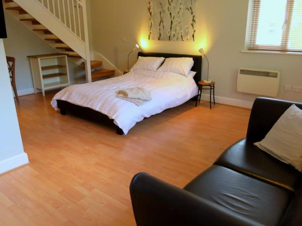 Private Space In Central Woodbridge
