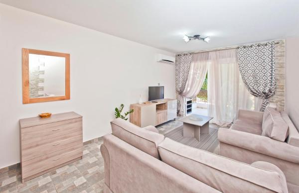 Faros Court Prestige Apartment