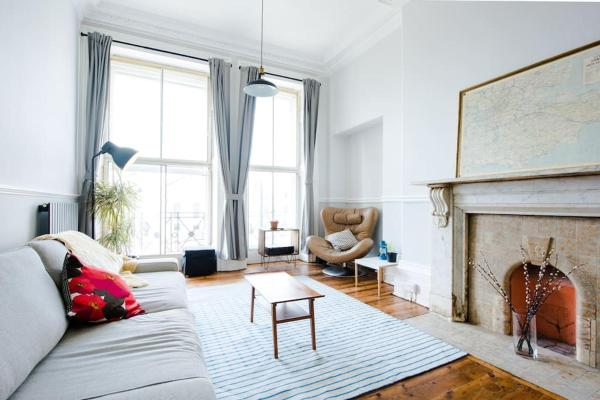 Spacious Regency Apartment - Old Town
