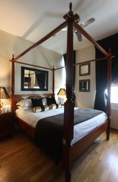 Mayflower Hotel & Apartments