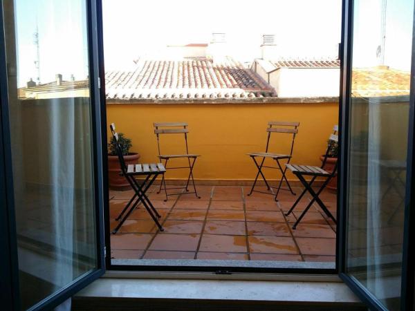 Reina 5 Apartment