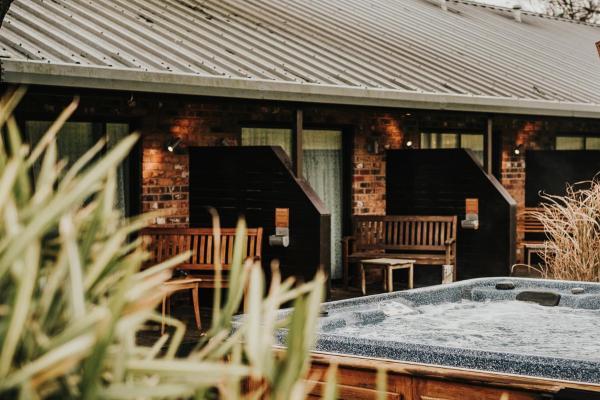 Moddershall Oaks Hotel Stone