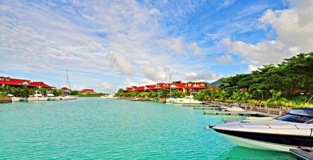 Eden Island, Beach front, Luxury, 3 Bed Ensuite, WiFi