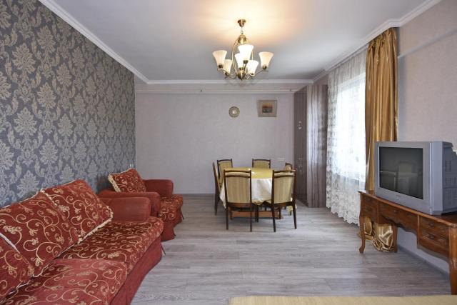 Уютная квартира около медицинского центра Астхик!