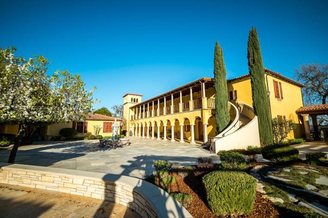 CaliPaso Winery & Villa