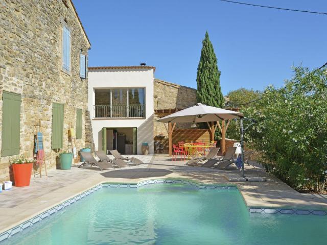 Quaint villa in Castelnau-Valence with private pool