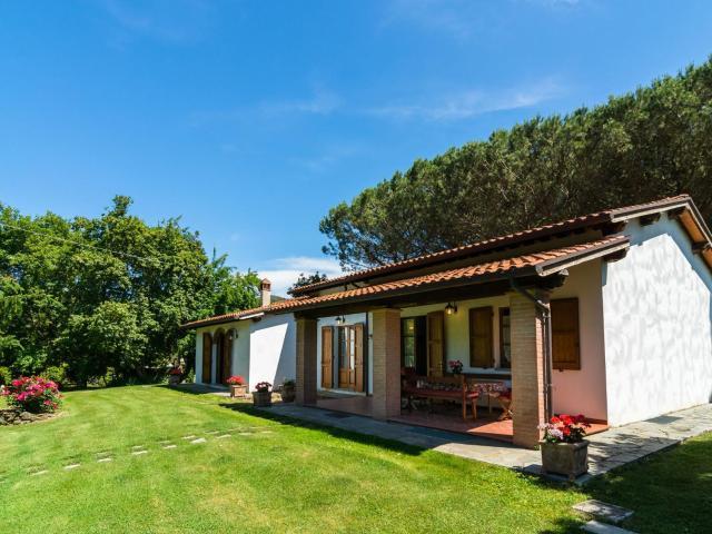 Cozy Farmhouse in Castiglion Fiorentino with Pool