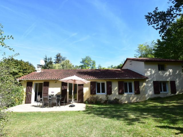 Pleasing Holiday Home in Saint-Cybranet with Swimming Pool