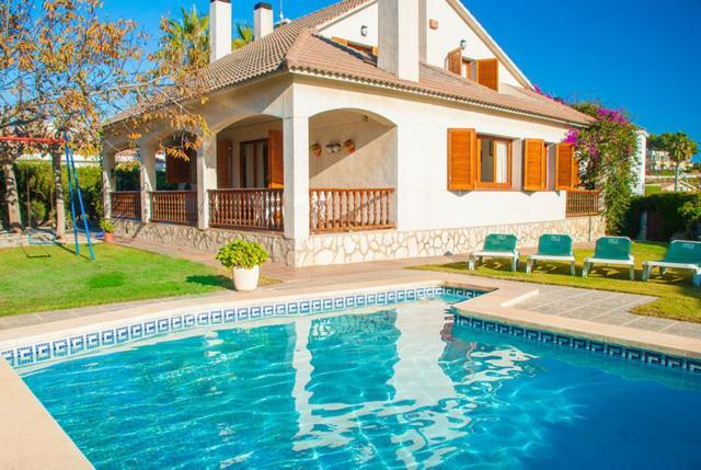 Coma-ruga Villa Sleeps 12 Pool