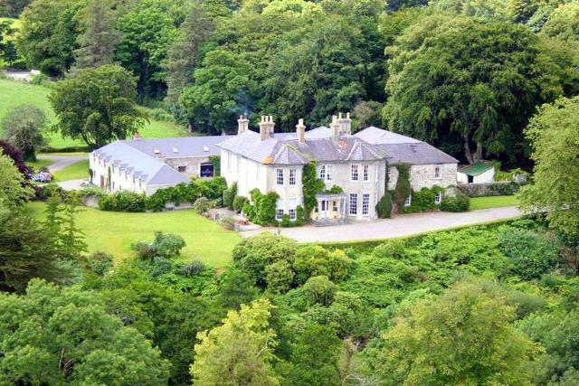 Killarney Chateau Sleeps 30 WiFi