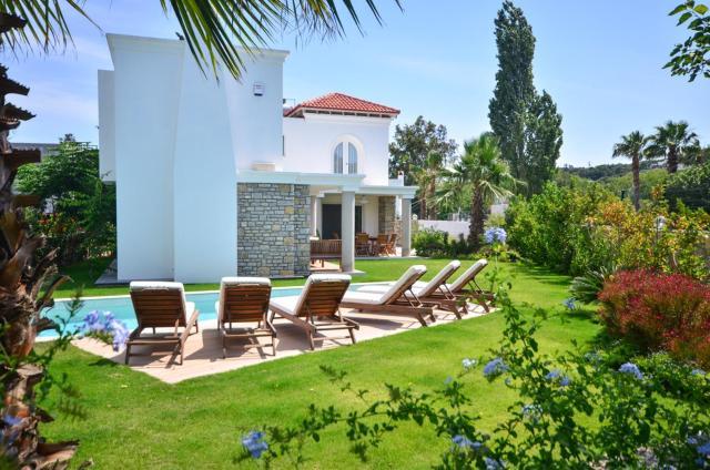 Bitez Villa Sleeps 8 Pool Air Con WiFi