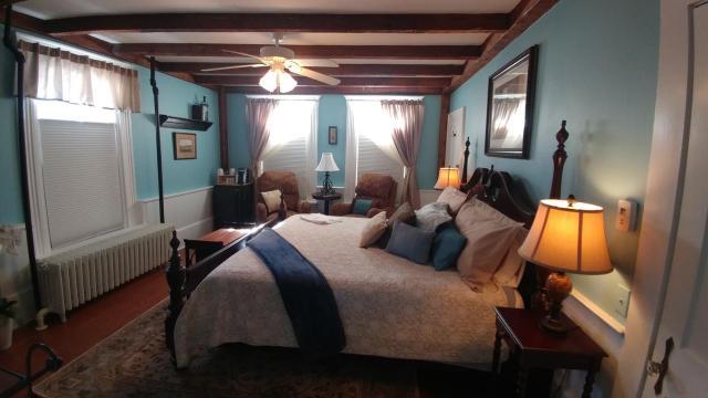 2 River Road Inn Cottages