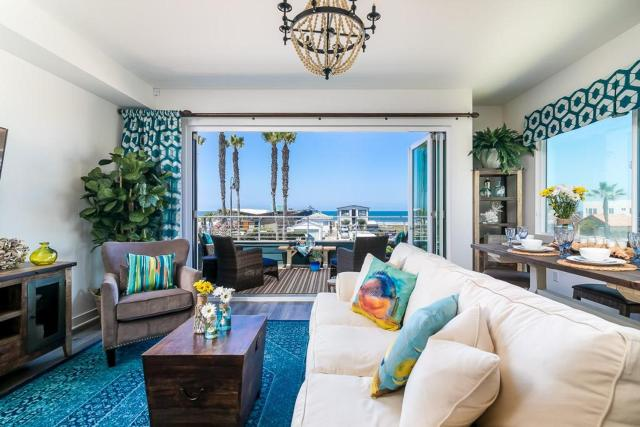 Ocean View 3 Bedrooms Condo, just steps from the park, pier & water!
