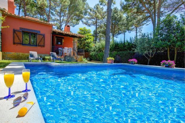 Fornells de la Selva Villa Sleeps 4 Pool T802390