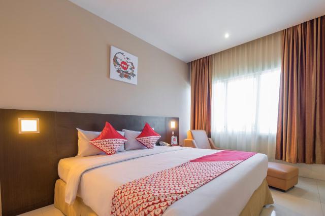 Vaccinated Staff - Capital O 1279 Hotel Grand Celino Makassar