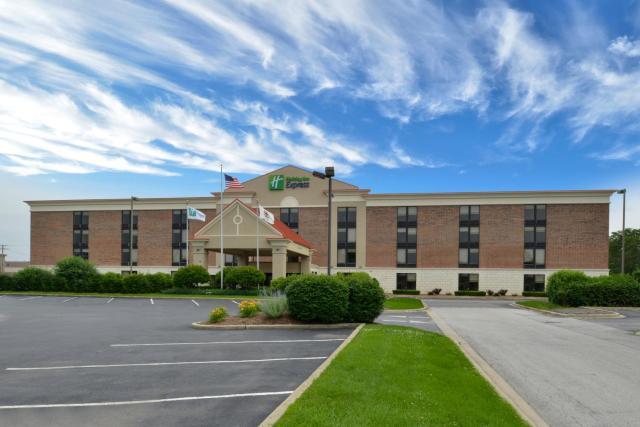 Holiday Inn Express Crestwood, an IHG Hotel