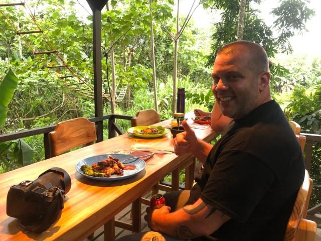 Glamping Tent by the river in jungle 5 min walk to the beach