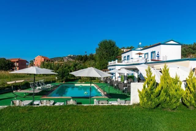 Akis Villa Studios & Apartment with Pool by Hotelius