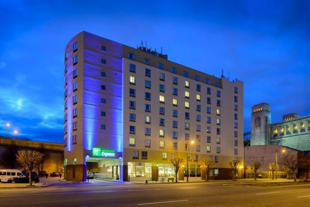 Holiday Inn Express Philadelphia Penn's Landing, an IHG Hotel