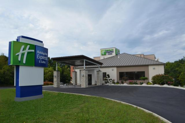 Holiday Inn Express & Suites Waterville - North, an IHG Hotel