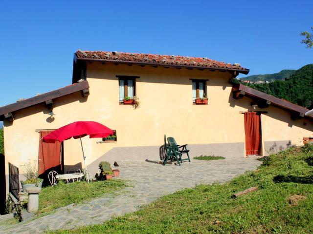 Splendid Cottage in Vergemoli Amidst Hills