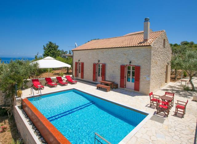 Perachori Villa Sleeps 4 Pool Air Con WiFi