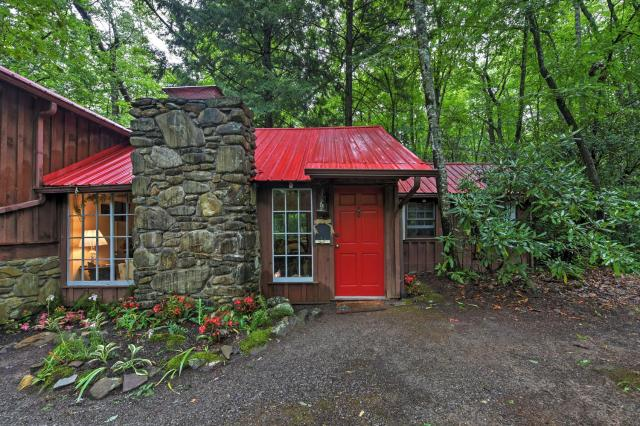 Serene Creekside Cottage Near Asheville with Fire Pit