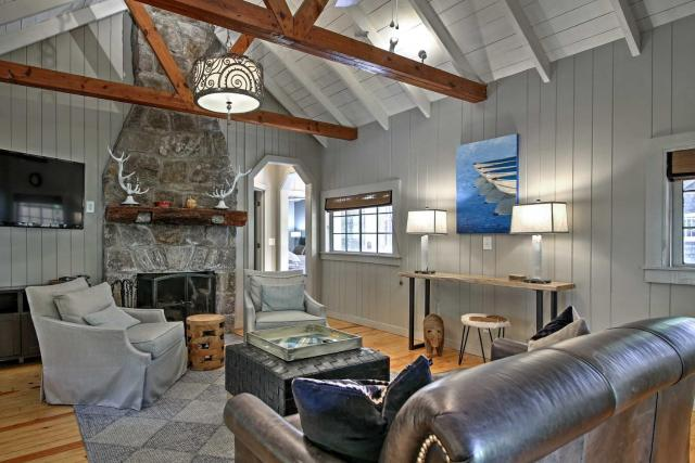 2BR Highlands Luxury Cabin with Stone Firepit In Town