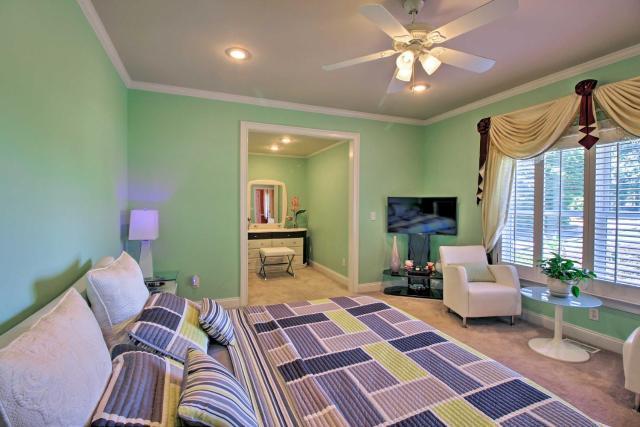 Stunning Family House - 30 Min from Dwtn Atlanta!