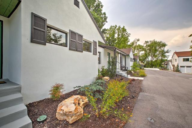 Branson Cottage with Pool Access about 10 Min to Downtown