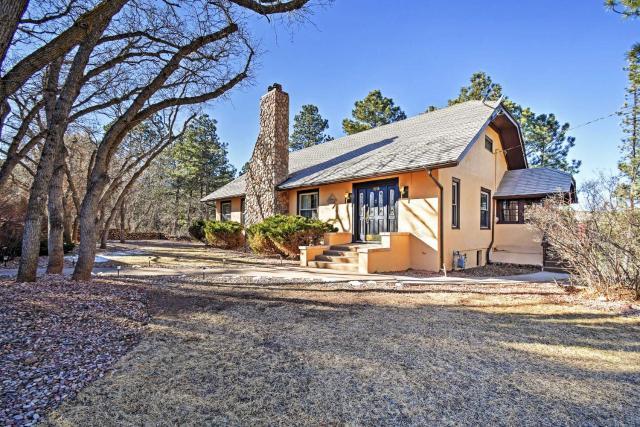 Inviting Colorado Springs House with Spacious Deck!