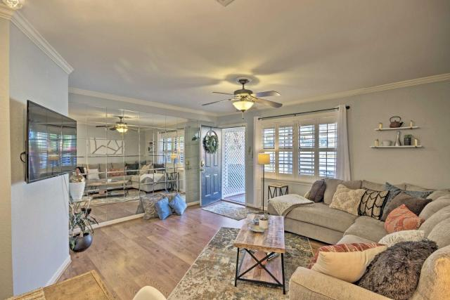Greenville Townhome with Patio, 30 Mins to Clemson!
