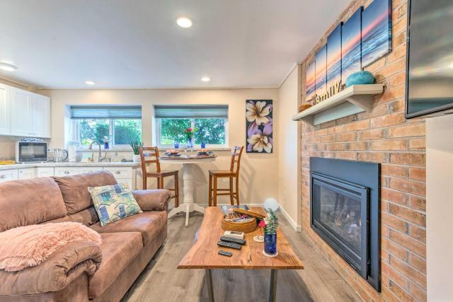 Seattle Area Studio with Fireplace-2 Mi to State Park