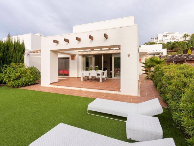 Classy Holiday Home in Orihuela with Garden