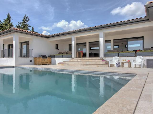 Modern Villa in Azille with Private Pool and Jacuzzi
