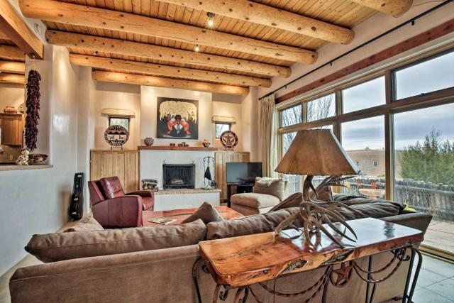 Adobe-Style Santa Fe Home - 17 Mi to Ski SF!