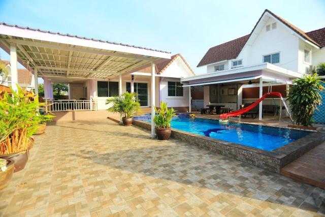Tropical Hill Pool Villa