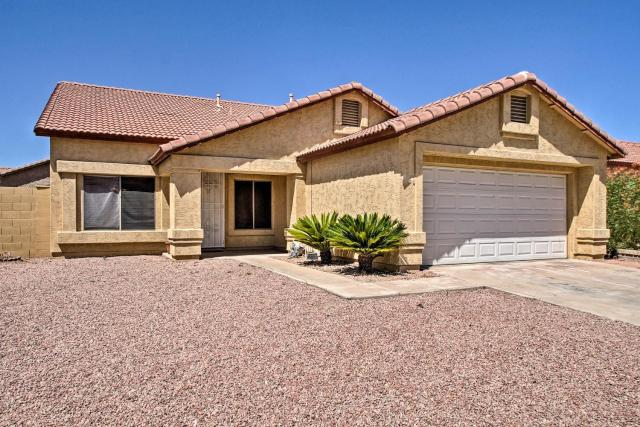 Cozy Glendale Abode with Patio Golf, Shop, and Hike!