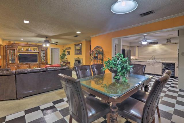 Spacious Home with Deck about 2 Mi to Lake Arlington!