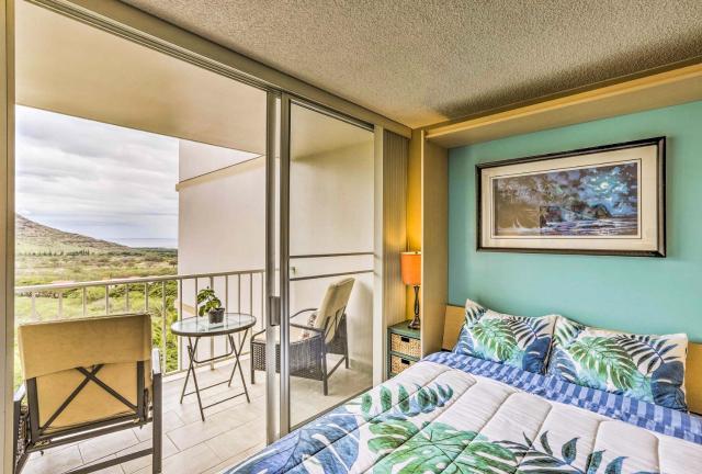 Makaha Studio with Mtn and Ocean Views - 1 Mi to Beach!