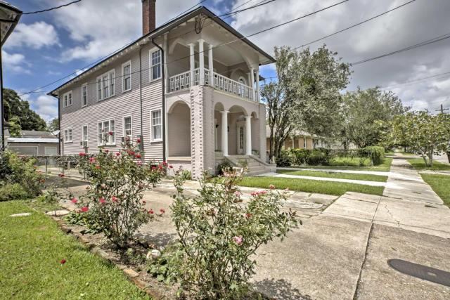 Traditional New Orleans Apt with Porch in River Bend