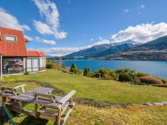 Lakefront Cottage - Queenstown Holiday Unit