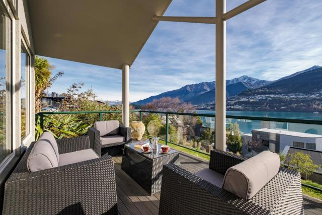 Lake View on Lewis - Queenstown Holiday Home