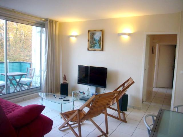 Apartment with 2 bedrooms in Marly le Roi with furnished balcony and WiFi