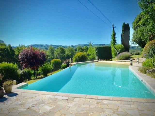 Enticing Holiday Home in Tamniès with Swimming Pool