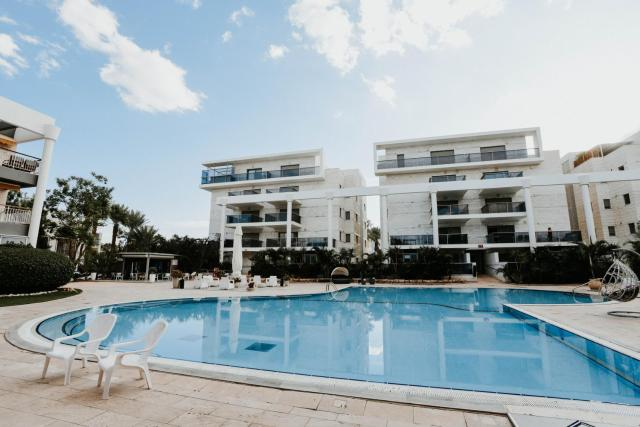 Royal Park Residence - Swimming Pool - Terrace & Sauna