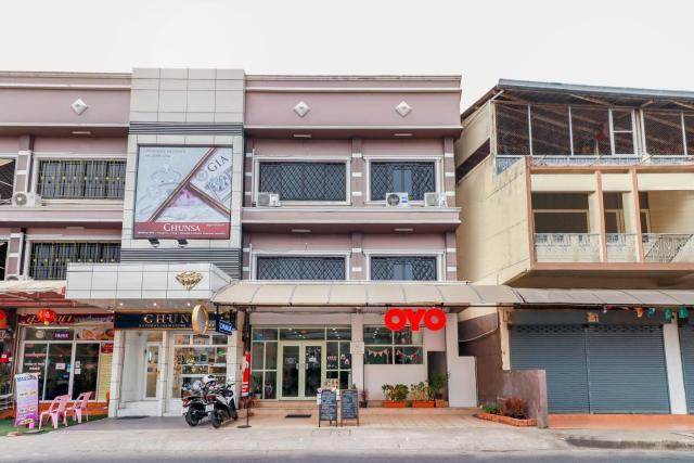 OYO 724 Green Light Cafe&bed Hostel