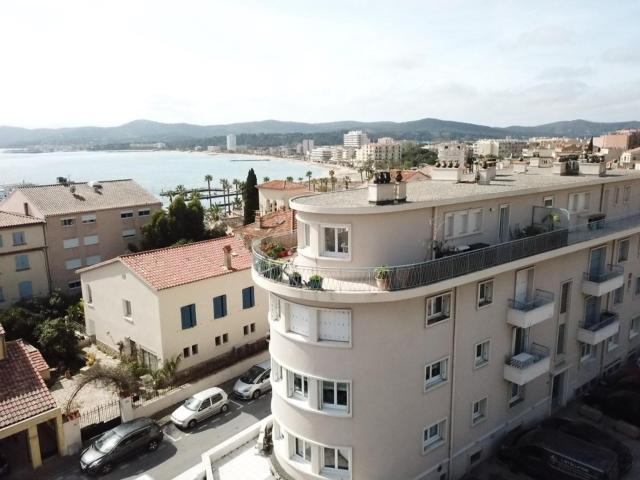 Appartement vue mer coeur de ville Lavandou parking