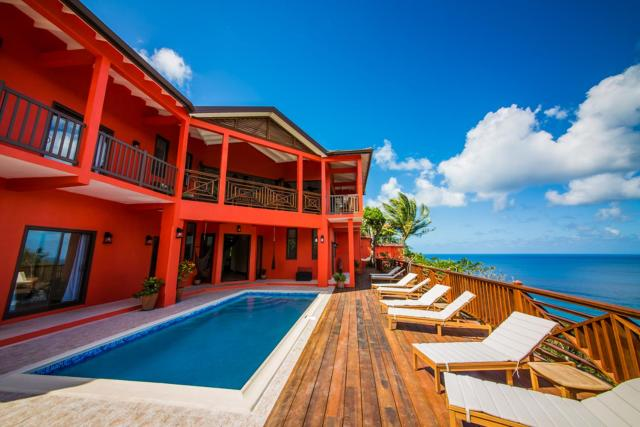 Villa On The Bay - Relaxed Elegance